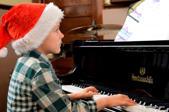 Christmas Piano Recital: Nikon MOM Captures Memories  #NikonMOMents