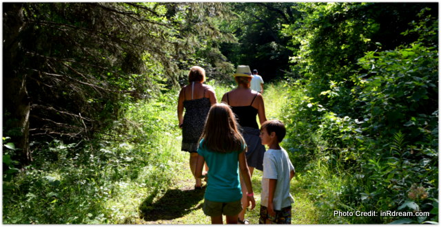 Walking Mcrae Park, Ontario Parks, Canada Lifestyle Blogger