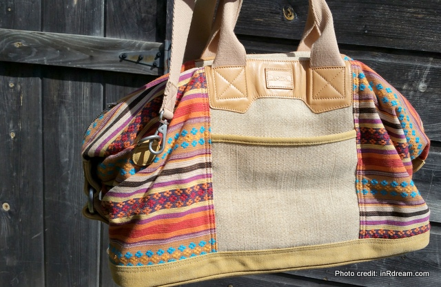 TOMS Canada, TOMS cayenne multi stripe traveler, TOMS one for one, Best bag for travelling, Travel bag, packing for Italy, When in Rome, Shopping in Italy, Double Duty Travel bag