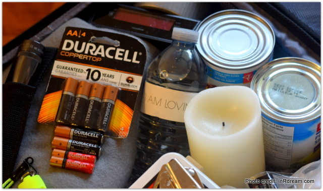 Emergency Preparedness, Emergency Preparedness tips, How to prepare for an Emergency, How to build an Emergency kit, What to put into an Emergency Kit, Emergency Preparedness week, Duracell batteries,